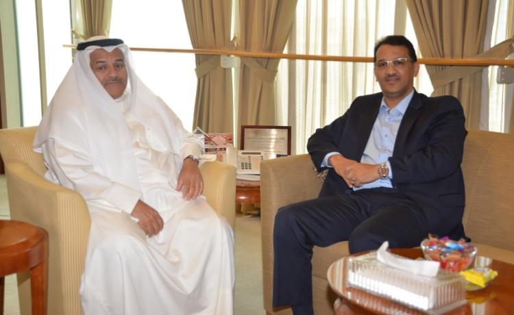السيد سيدي الخليل ولد الرشيد في لقاء عمل مع رئيس غرفة التجارة بالكويت