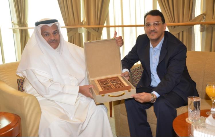 في جولة تشمل العواصم الخليجية .. . السيد سيدي الخليل ولد الرشيد في لقاء عمل مع رئيس غرفة التجارة بالكويت